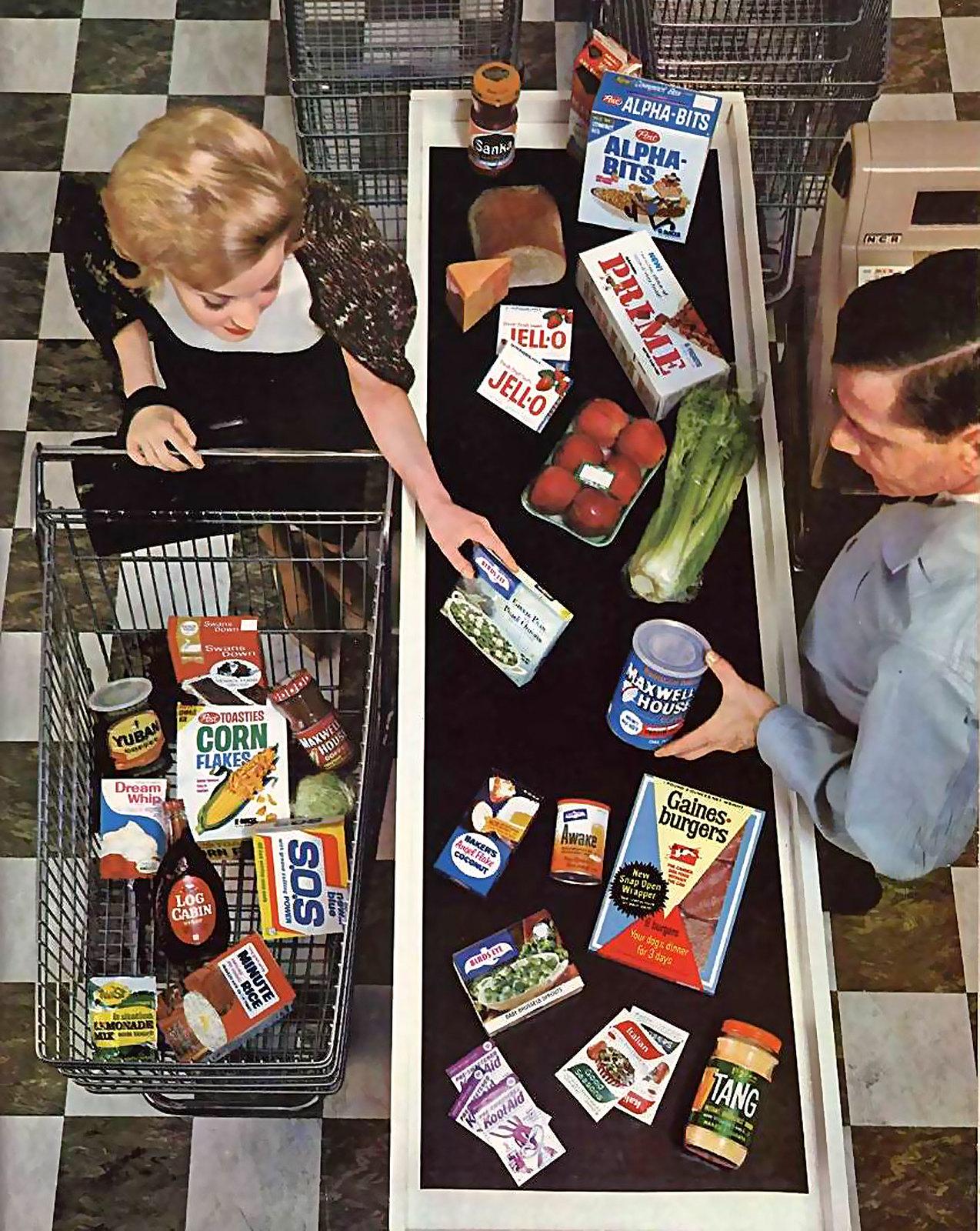 Vor Ostern nochmal Haushaltsnachschub am laufenden Band. Marktszene aus den Jahr 1964.